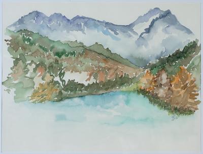 Bergsee mit Bäumen